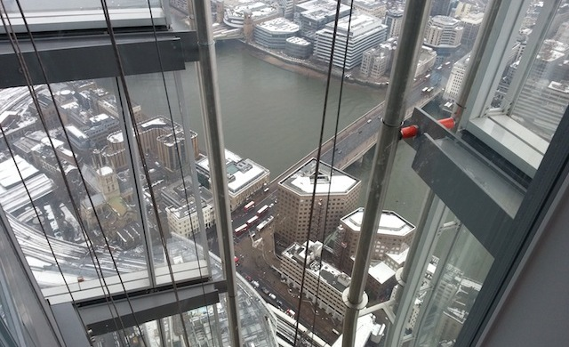 London Bridge e SouthwarK Cathedral (à direita) - The View from the Shard